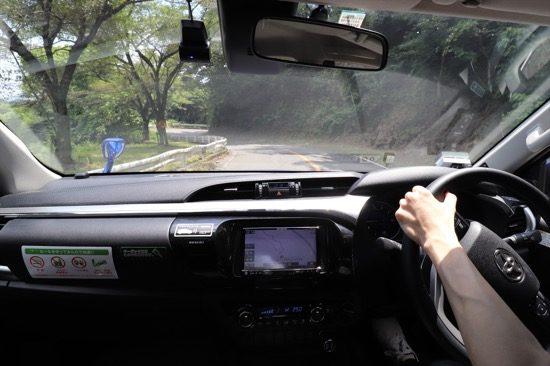 車内からの視点。車高が高く視界は広い