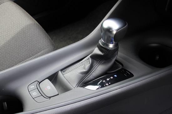 パーキングブレーキは電動式を採用。ブレーキホールド機能も搭載