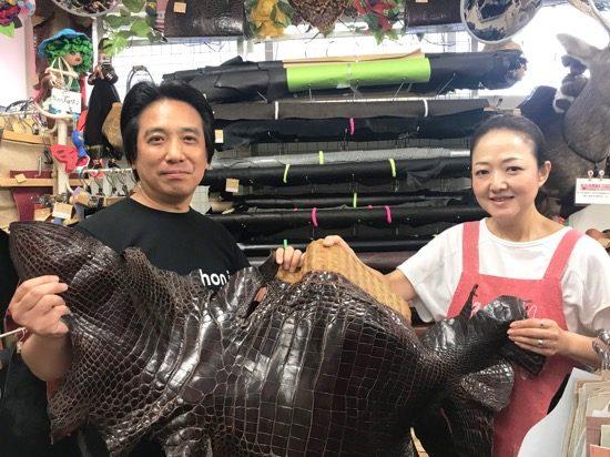 笑顔で取材に応じてくれた店主・下田さん(左)