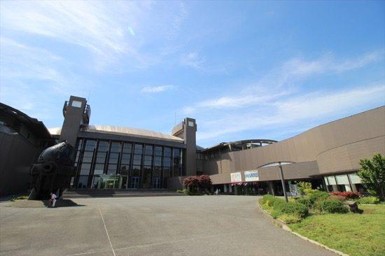 「川崎市市民ミュージアム」には博物館、美術館、映像ホールがある
