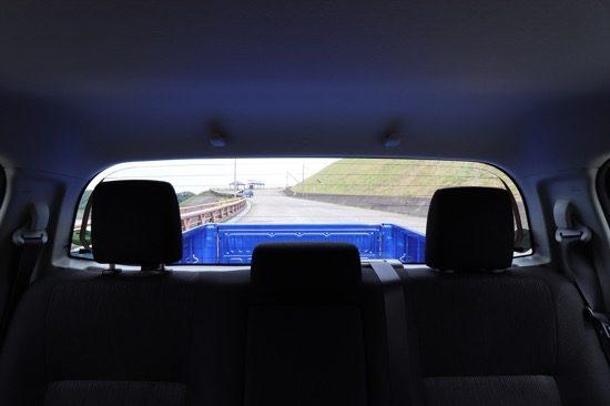 高い位置に荷室があるため、荷物の搭載方法によっては後方下部の視界は見えづらくなることに注意