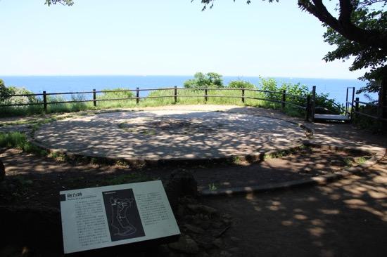 この丸いスペースは、砲台跡。ここから大砲で狙っていたのかと思うと感慨深い
