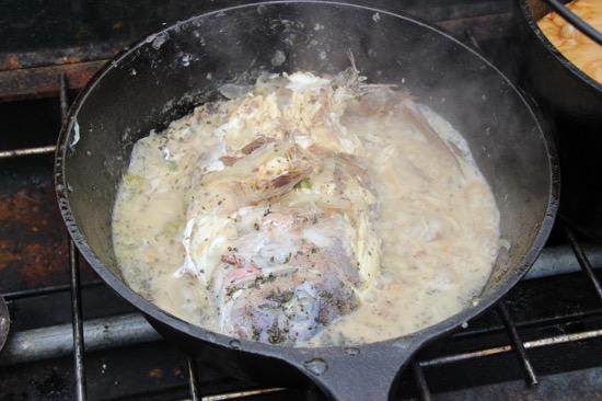 魚と野菜の水分と白ワインだけで蒸し焼きに。バジルの香りが食欲をそそる