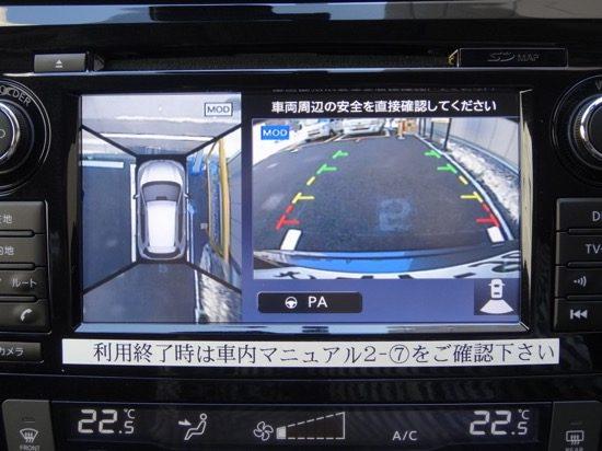 ハンドル操作にあわせて予測線が変わるので、車体を動かさずに見当をつけられる