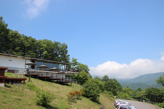 見るからに眺望のよさそうな天空のカフェ。小学生以下は利用できないので注意