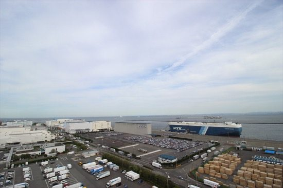 展望室からは東京湾と川崎の街が一望できる。無料で上がれるのが嬉しい
