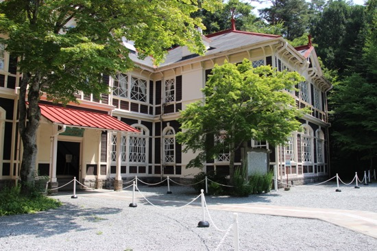 重要文化財に指定されている旧三笠ホテル。明治後期に作られた純西洋式の木造建築だ