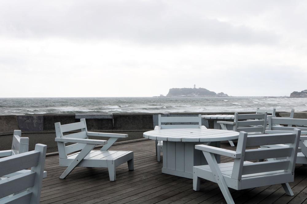 天気の良い日は江の島を見ながらテラス席での食事も気持ちよさそう!