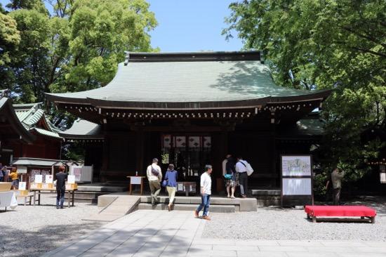 神社の建立は今から1500年も昔にさかのぼり、境内内には13もの社があります