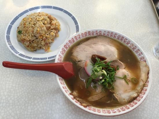 中華そば+ミニ焼き飯 850円(税込み)