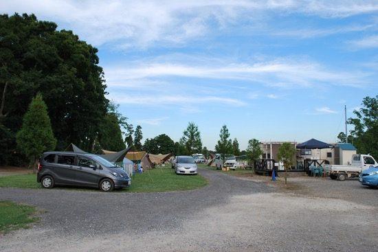 クルマの乗り入れ可能なテントサイト