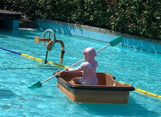 ザブンドーレの池で舟遊び