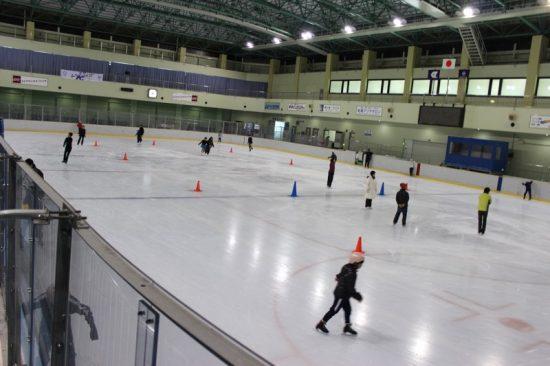 競技も行われる広さのスケートリンク