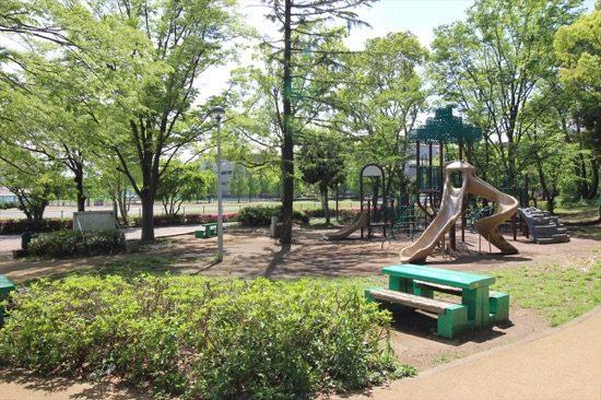 「ふるさとの森」には子どもたちが遊べるアスレチックもある