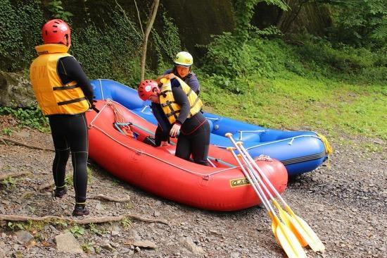 川に落ちた仲間を助ける正しい手順も教わる