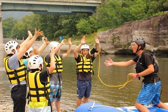 転落時のロープの使い方練習など丁寧な安全指導が行われます。