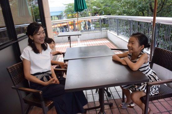 インタビューには二人のお嬢さんも同席いただきました