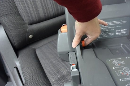 ボタンを押しながら、コネクターを伸ばす
