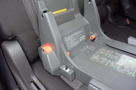 コネクター調整ボタンがロックされて、緑色になっていることを確認する