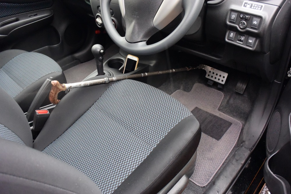 万が一の時は、助手席からブレーキ操作ができるようにセッティング