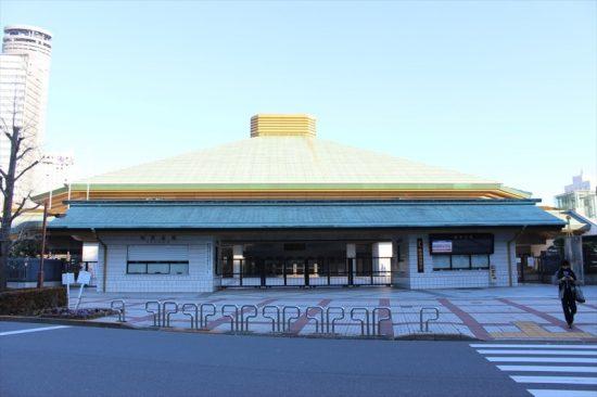 日本の相撲の中心地、国技館。近くで見ると圧倒される大きさ