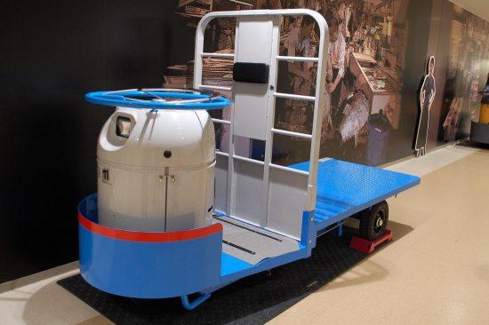卸売場といえばターレ。見学者ギャラリーに展示されている2台のターレは、誰でも乗って撮影することができます