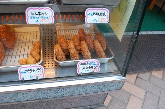 絶品の松阪牛メンチカツ。週に一度だけ店頭に並ぶシューマイも隠れた人気商品なのだとか