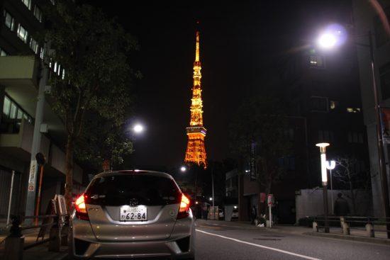 「東京タワー」のライトアップと地上のイルミネーションが楽しめる(2017年撮影)